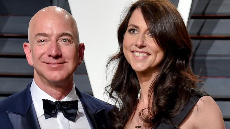 Jeff Bezos Questioning Mistress's Trump-Supporting Brother over Leaked Texts