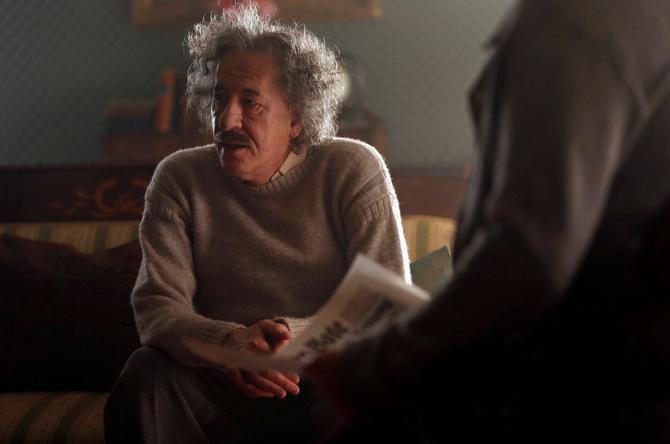 Gufi Raš kao Albert Ajnštajn u TV seriji koja prikazuje život slavnog naučnika