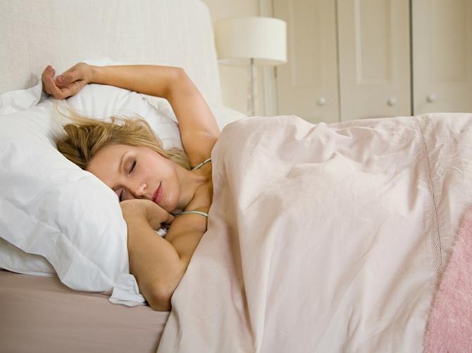 Vidovdanski običaj za neudate, ali i udate žene: Večeras pod jastuk stavite OVU BILJKU i ostvariće vam se ova VAŽNA ŽELJA