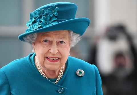 Kraljica Elizabeta ne jede rižu, krompir, ali ni luk!