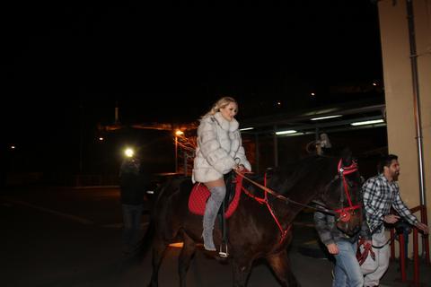 ĐIĐA,ĐIHA: Goca i Ivana na konjima došle na nastup! VIDEO
