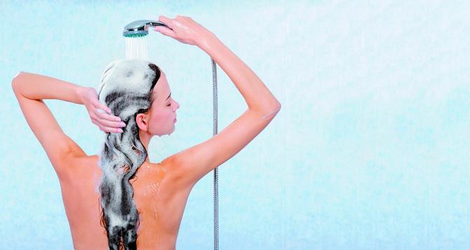 Za savršenu, sjajnu i bujnu kosu, dok je perete, masirajte teme kružnim pokretima
