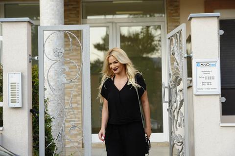 PRVE EKSKLUZIVNE FOTOGRAFIJE Nataše Bekvalac u VENČANICI: Svi u belom, a ona...