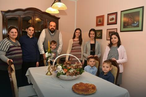 Krulj sa suprugom i decom