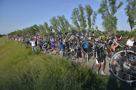 Preko pet stotina biciklista okupilo se na Savskom nasipu