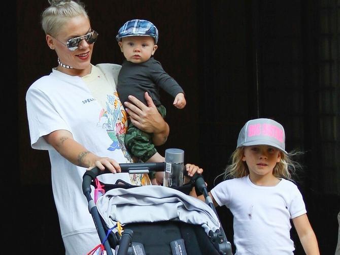Pink se pre sedam meseci porodila: Njeno pojavljivanje u javnosti izazvalo brojne SIMPATIJE!