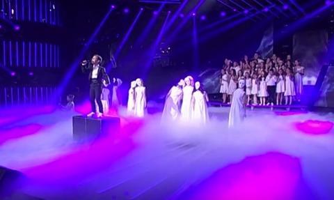 OVO SLAMA DUŠU: Mali Komnen pesmu posvetio devojčici koja je poginula tokom NATO bombardovanja, GOCA JECALA!