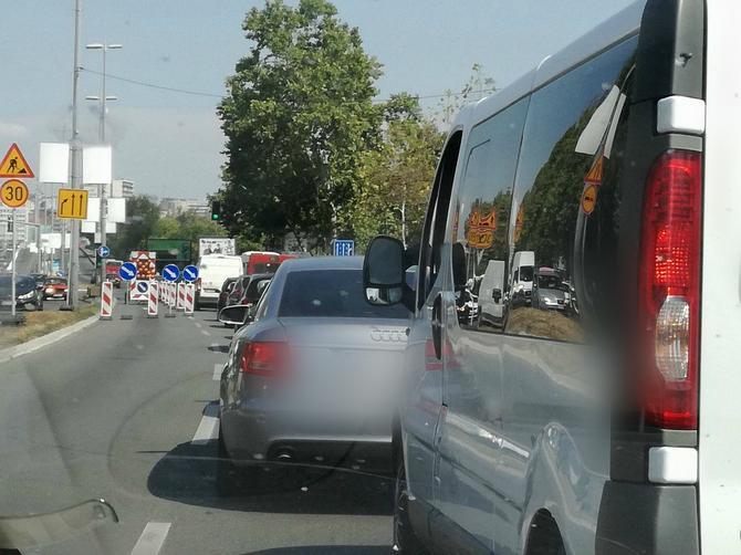 Jutros je OVA STVAR na Brankovom mostu ZBUNILA vozače: Obratite pažnju da se i vama ne desi ISTA STVAR