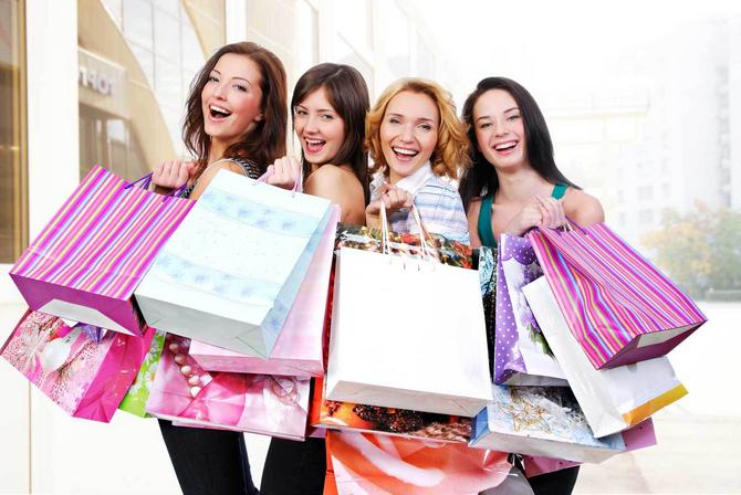 3936_++stock-photo-group-of-happy-smiling-women-shopping-with-colored-bags--foto-shutterstock-25553245