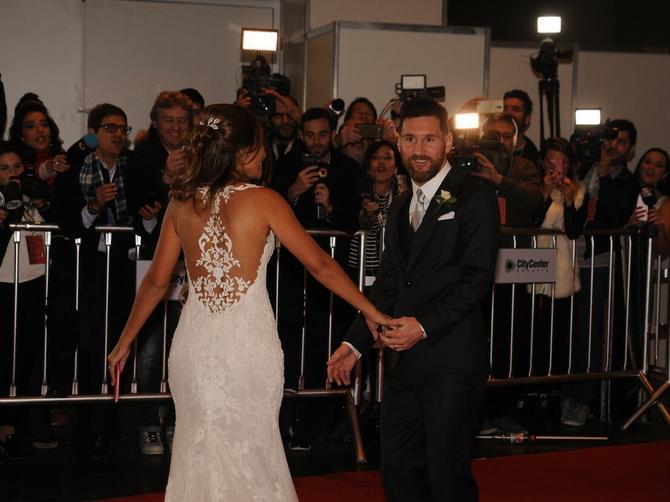 Glamurozna venčanja donela glamurozne haljine: Najveće iznenađenje priredila mlada iz Srbije!