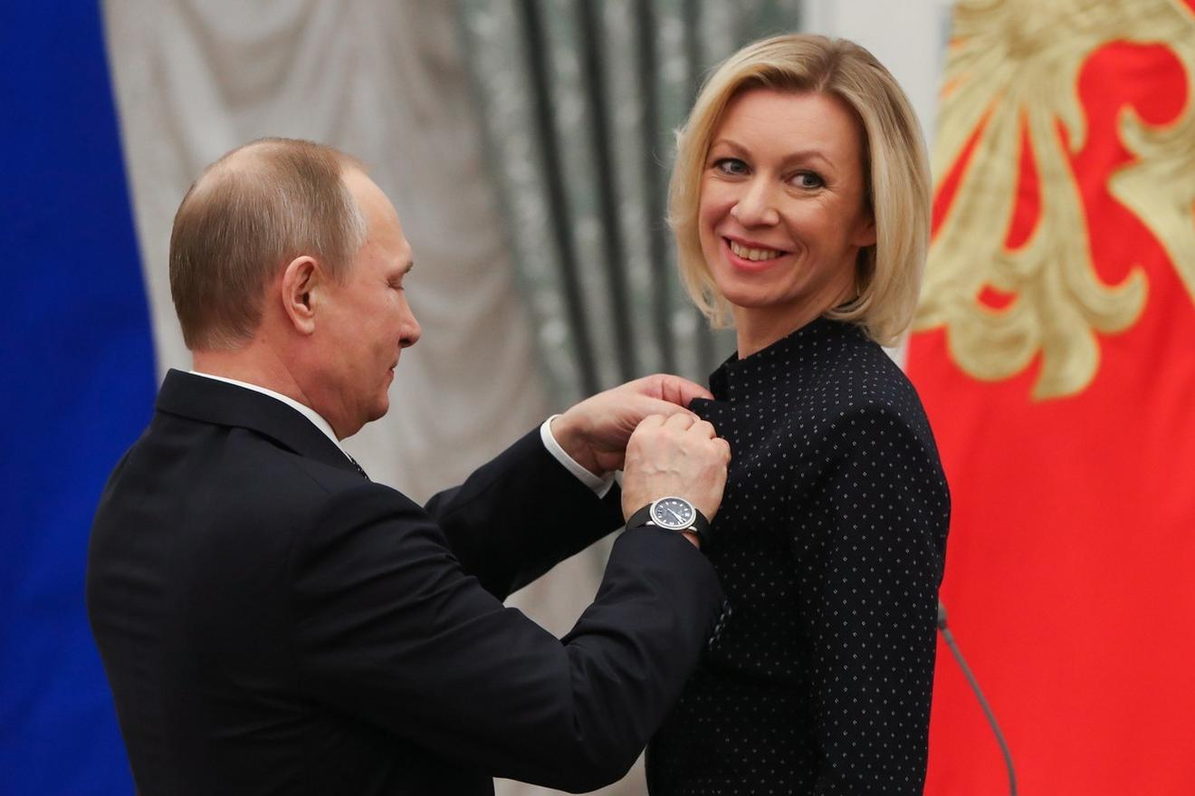 Vladimir Putin, predsednik Rusije, uručio je Mariji Zaharovoj Orden prijateljstva na dodeli državnih priznanja pre šest meseci u Kremlju