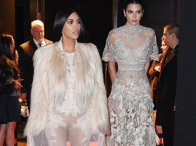 Kim obukla providnu venčanicu bez veša: Ali jedna GREŠKA na haljini ukrala je svu pažnju!