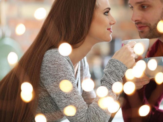 Kombinacije su prošlost, ljubavno bombardovanje je novi trend u zabavljanju - i JEZIV je