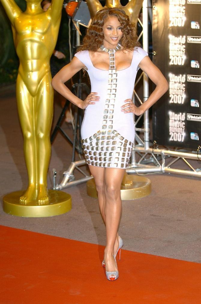 Ovako je Sijara izgledala 2007. godine na dodeli MTV muzičkih nagrada u Los Anđelesu