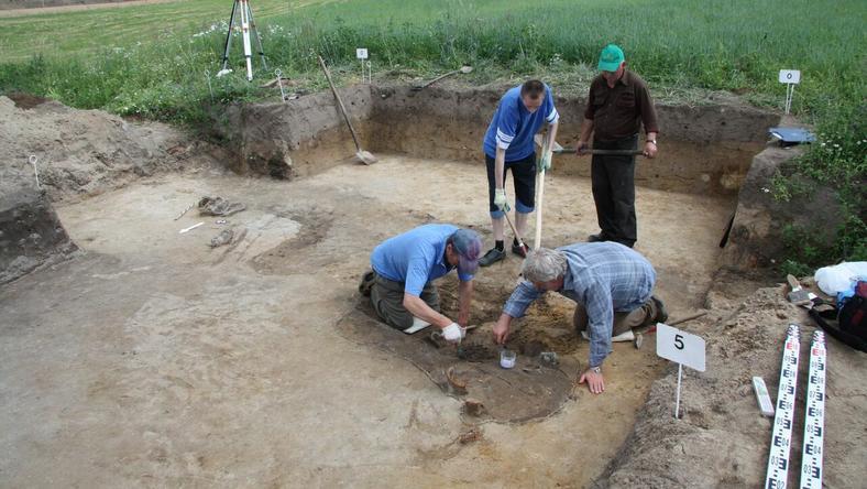 Historyczne odkrycie na Mazowszu. Wykopano trzy ciała
