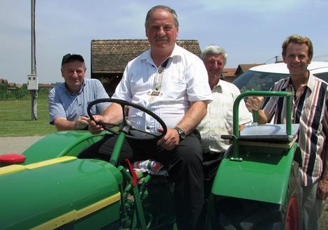 Vojislav Laloš je najsrećniji kada je na traktoru i s prijateljima