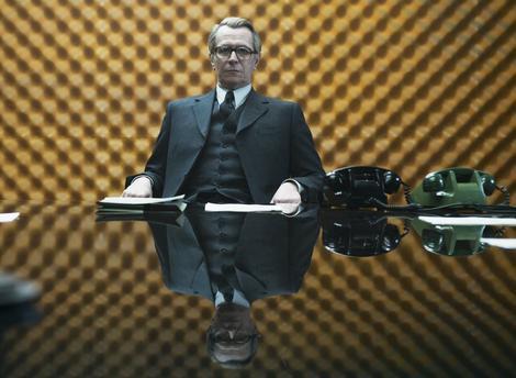 """Gari Oldman kao Džordž Smajli u filmu """"Krpar, krojač, soldat, špijun"""""""