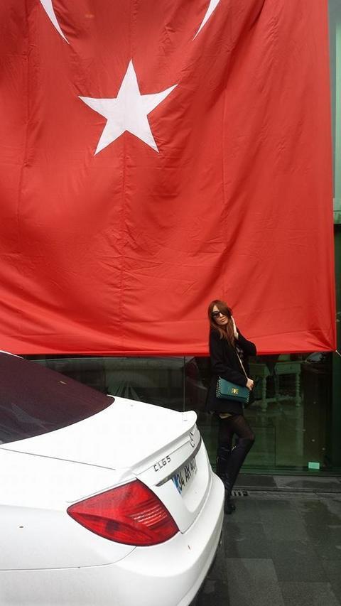 Sviđa joj se zastava Turske FOTO