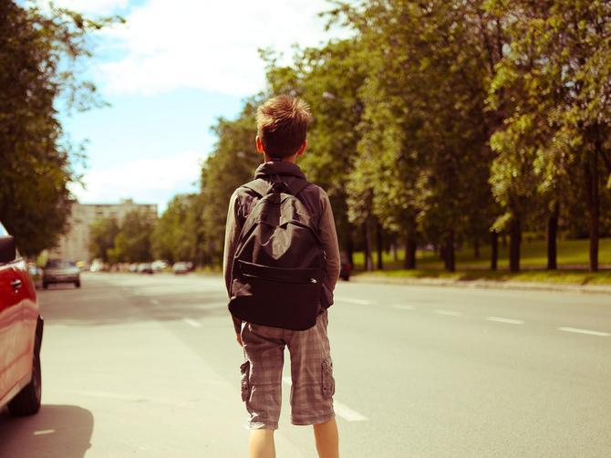 Majka uhapšena jer je za kaznu naterala sina da pešači 32 kilometra