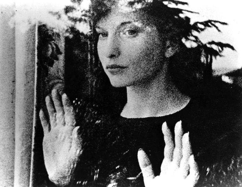 Maya Deren în Meshes of the Afternoon