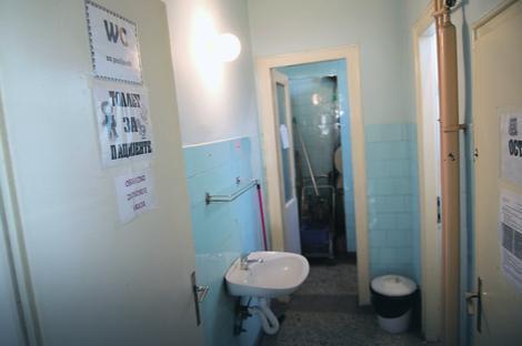 Primer toalteta u jednoj od dečijih bolnica u Srbiji