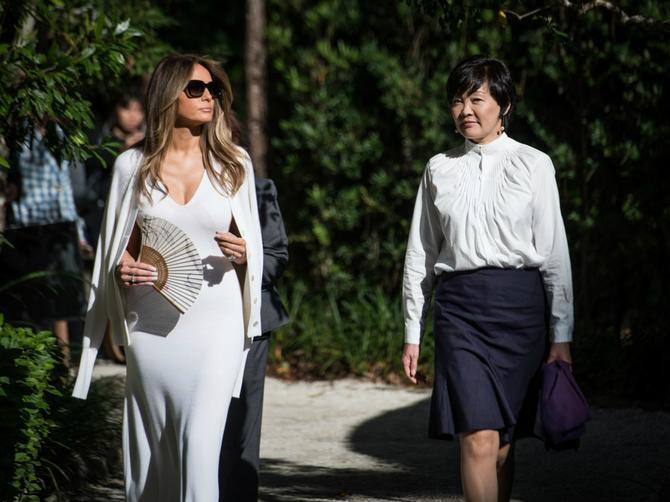 Melanija ponovo na meti kritičara: Da li je ova haljina prve dame zaista PREVIŠE IZAZOVNA?