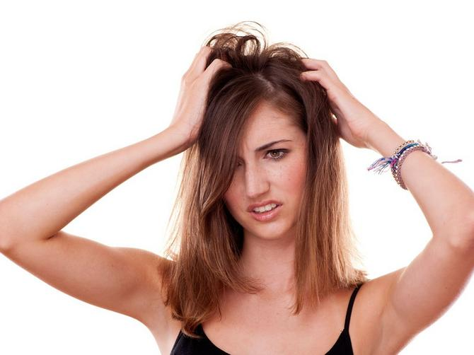 Da li i vas boli teme kada vam je kosa masna? Razlog za to je UŽASAN