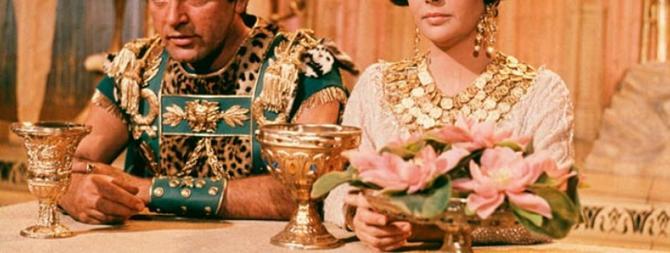 """Elizabet Tejlor i Ričard Barton u filmu """"Kleopatra"""" 1963. godine"""