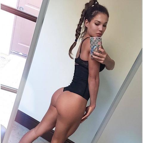 Otkrila tajnu svoje seksi guze! VIDEO