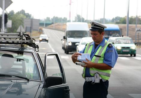 Tokom 2015.godine 35.000 prekršajnih naloga zbog korišćenja telefona tokom vožnje