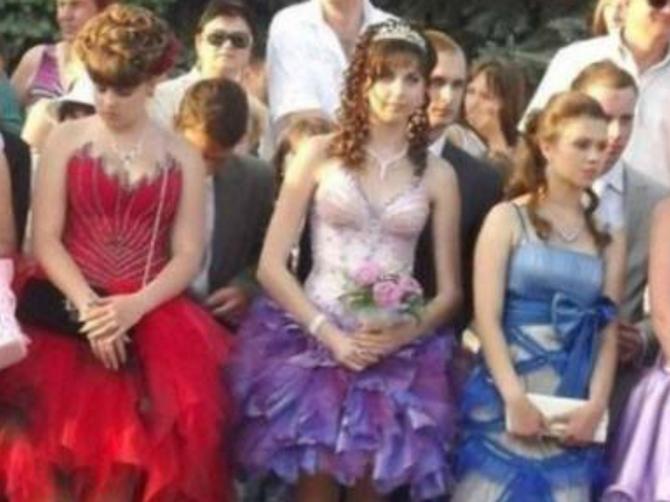 Dosad ste nosile MOKRE LOKNE i sarme na glavi: OVE maturske frizure su novi HIT u Srbiji
