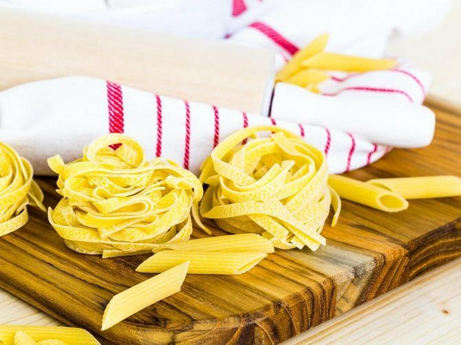 Domaća pasta bez mrvice brašna i od samo DVA SASTOJKA: Pravi se začas, ne goji, a ukus je BOGOVSKI