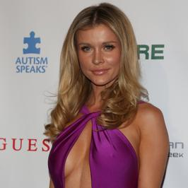 Joanna Krupa na ściance w Hollywood. Co za dekolt!