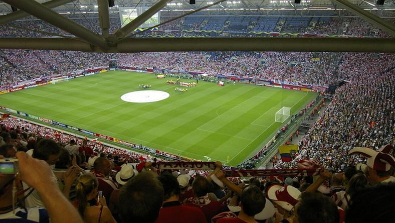 Összeverekedtek a szurkolók a Shalke–Frankfurt meccs után – videó ... 90ac23a0db