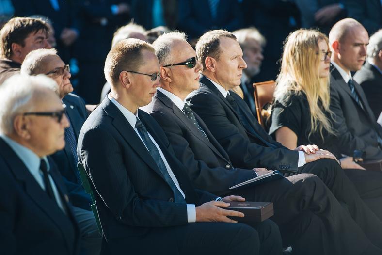 Bracia Jarosław i Jacek Kurscy na pogrzebie swojej matki, Anny