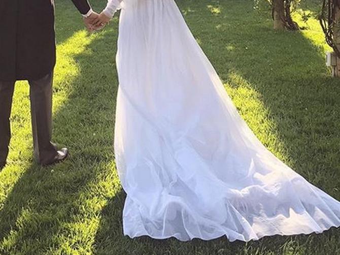 Blogerka je ZAPANJILA svatove svojom venčanicom: U ovome ili GOLA, svejedno je