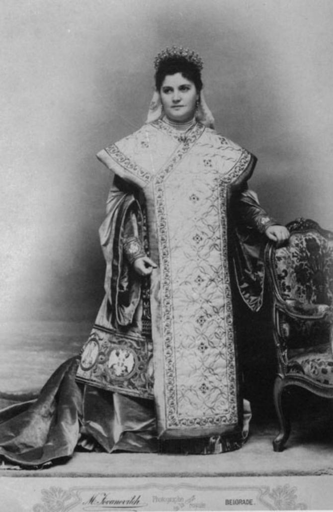 Za kraljicu Dragu krojene su haljine kao nekada za srednjovekovne srpke vladarke