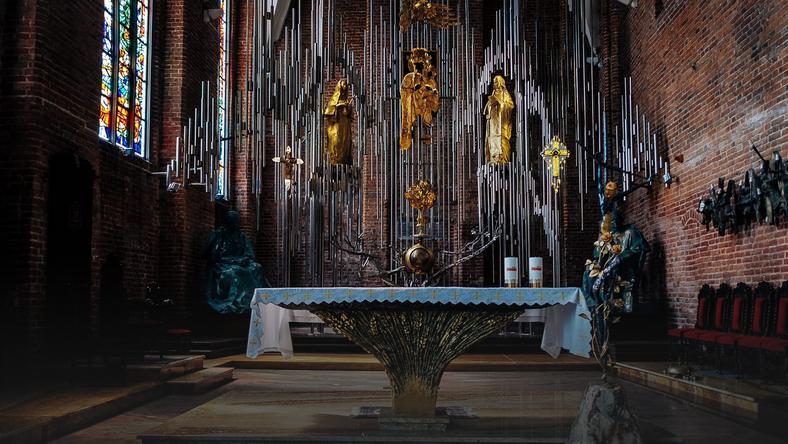 В Гданьске создают самый большой в мире алтарь из янтаря