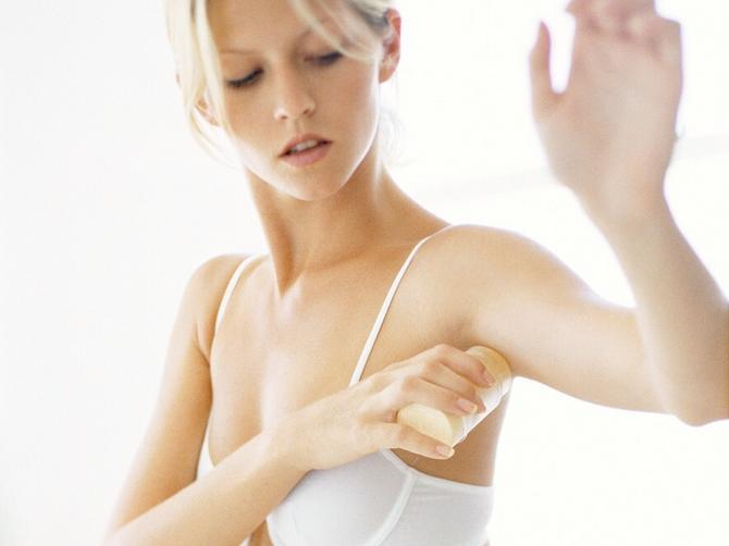 Ovih 5 stvari radite pogrešno kada nanosite dezodorans: I zato on ne radi kako treba