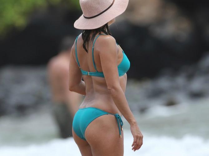 Sve žene bi da u 42. godini imaju telo kao ona, ali jedna je LATINO DIVA!