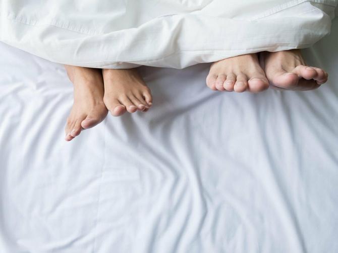 Večeras pred spavanje obavezno OBUJTE ČARAPE: Primetićete dve SJAJNE STVARI koje će vas oduševiti