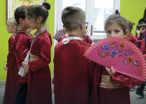 """Deca iz """"kineskog"""" vrtića: Danas lepeze, za mesec dana kineski jezik"""