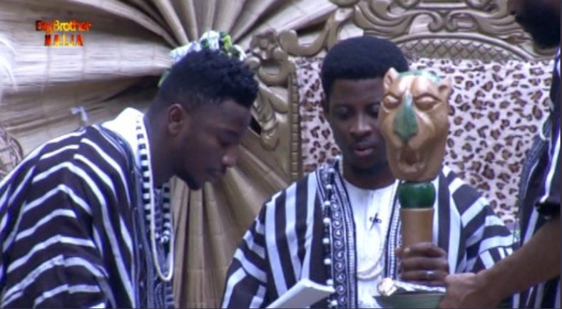 Seyi Awolowo takes oath of office as Sir Dee and Mike hands him his staff of office. [Twitter/BBNaija]