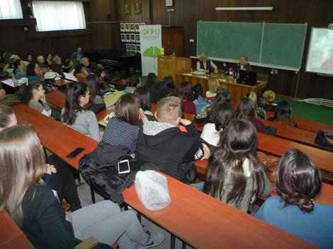 Vlasta Velisavljević sa studentima