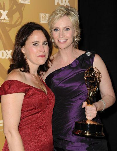 Jane Lynch i Lara Embry