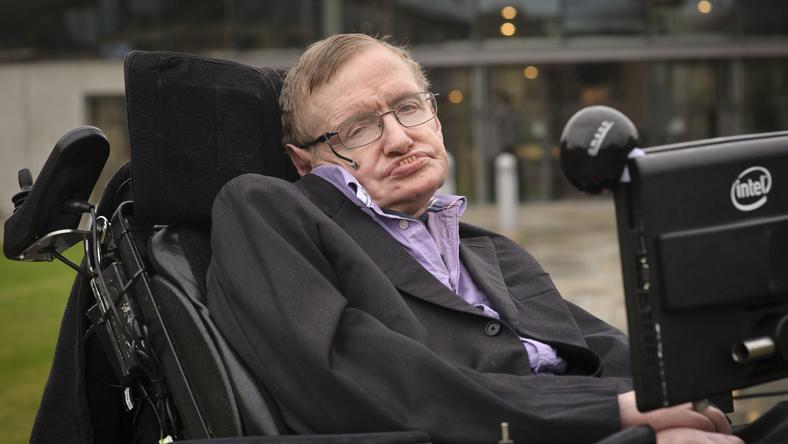 Stephen Hawking agyáért harcolnak a tudósok