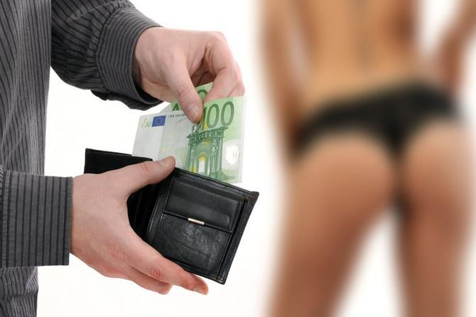 Fudbaler Premijer lige ponudio 11.000 evra za seks: Imao je jedan poseban ZAHTEV!