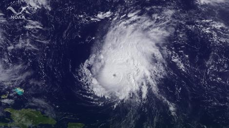 Na satelitskom snimku vidi se uragan Ofelija iznad Atlantika 2. oktobra