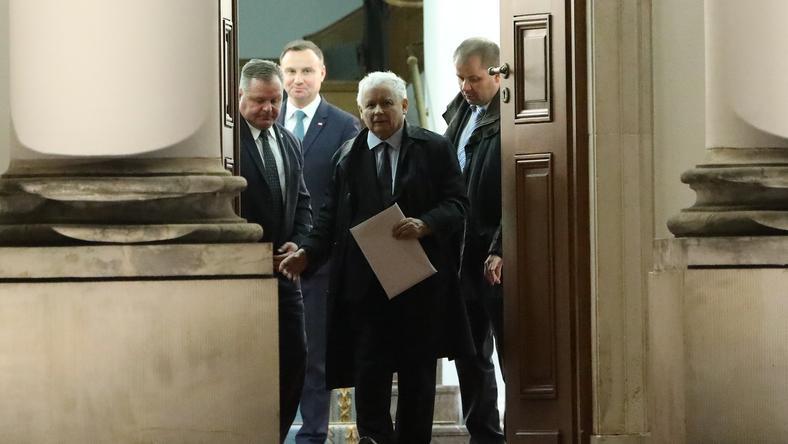 Jarosław Kaczyński wychodzi z Belwederu po spotkaniu z prezydentem Andrzejem Dudą