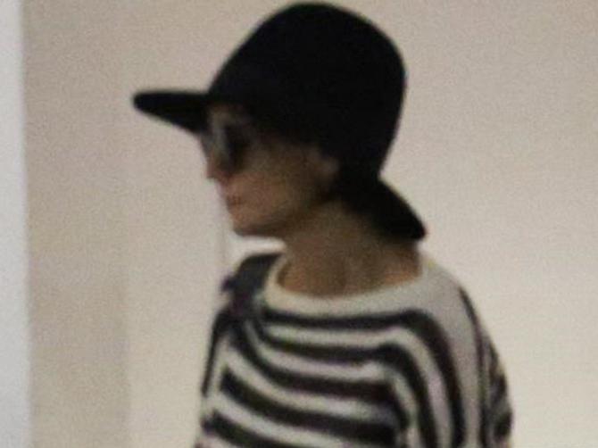 Glumica je pokušala da sakrije VELIKU PROMENU ispod šešira: Skinula ga je i - sad je POTPUNO DRUGAČIJA ŽENA